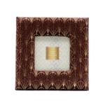 Kép 1/3 - Aranyszállal díszitett bordó plüss, kisebb méretű asztali képkeret