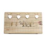 Kép 1/2 - Rusztikus fali fa képkeret 4 fehér kerámia szívvel és 4 csipesszel