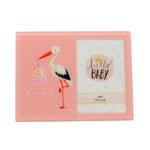 Kép 1/2 - Kedves gólyás képkeret lányoknak, rózsaszín háttérrel, közepes méretű képnek