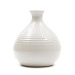 Kép 1/2 - Kisméretű bézs gyöngyházfényű gömbölyű váza szűk szájjal