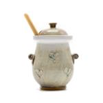 Kép 1/3 - Kis hasú kerámia mézes csupor szürke-zöld árnyalatokkal, csurgatóval
