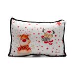 Kép 1/3 - Fehér piros csillagos karácsonyi díszpárna kedves és vicces rénszarvassal