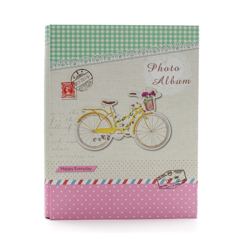 Nagyméretű fotóalbum díszdobozban, virágos biciklivel, pöttyös-kockás fiatalos színekkel