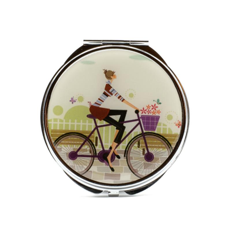 Bicigliző fiatal lány azüst keretes zsebtükrön