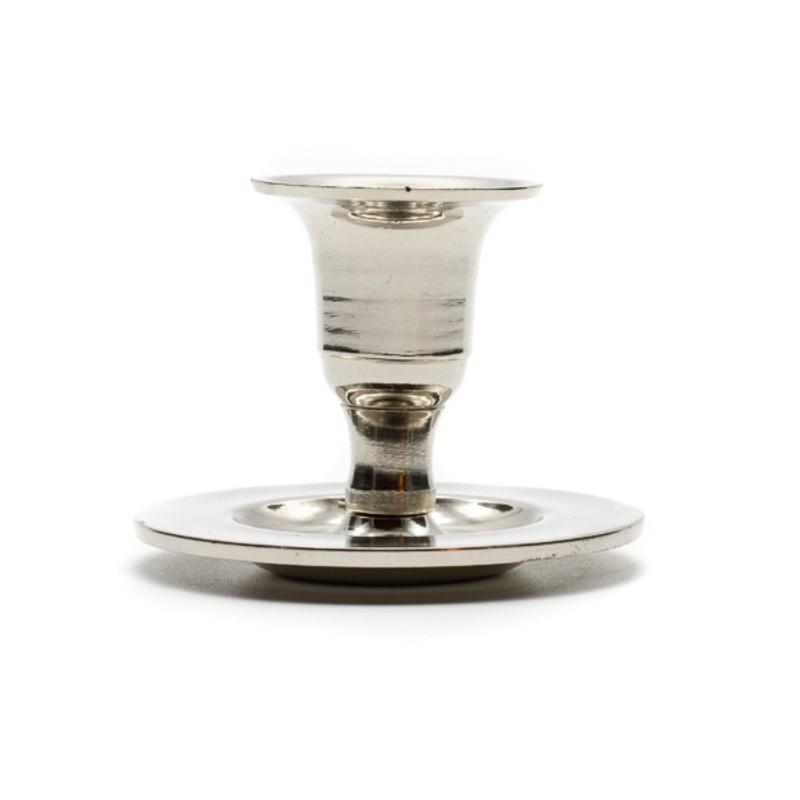 Kicsi ezüst színű fém gyertyatartó kerek talpon