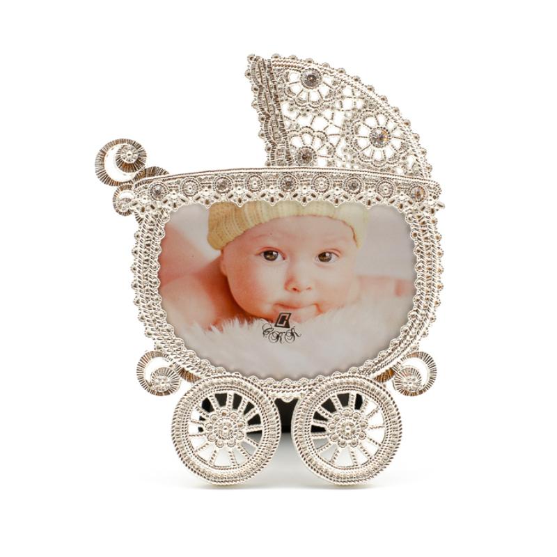 Fém finoman csipkézett babakocsi formájú képkeret kisméretű képnek