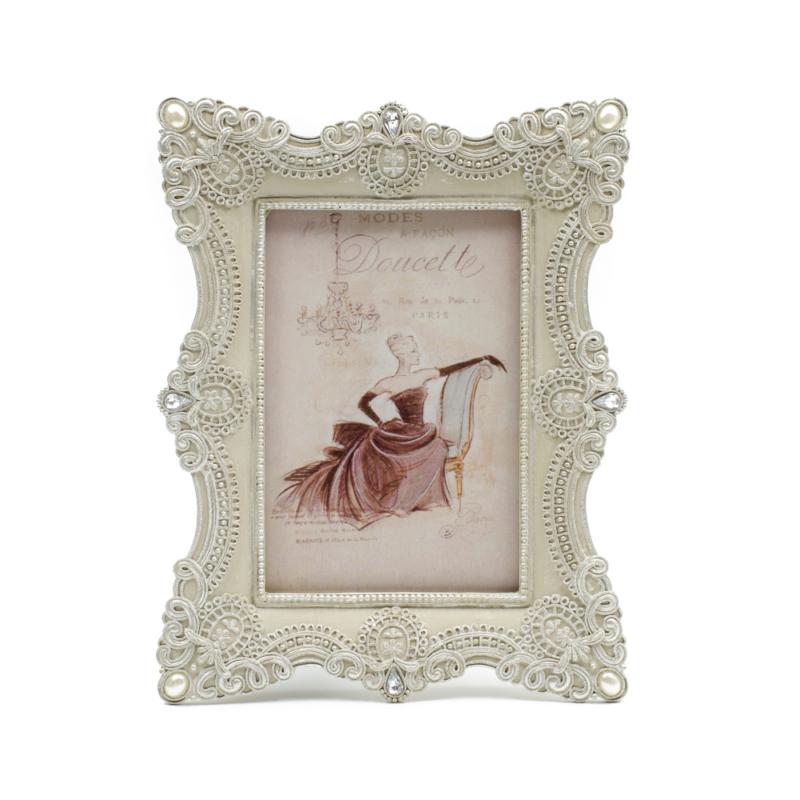 Krémfehér, enyhén antikolt hatású barokkos stílusú elegáns asztali képkeret gyöngyszemekkel