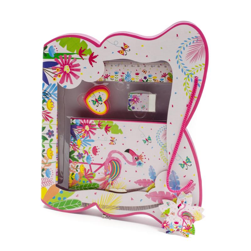 Pillangó formájú díszdoboz iskolai kiegészítőkkel, élénk színes flamingós, trópusi dekorral