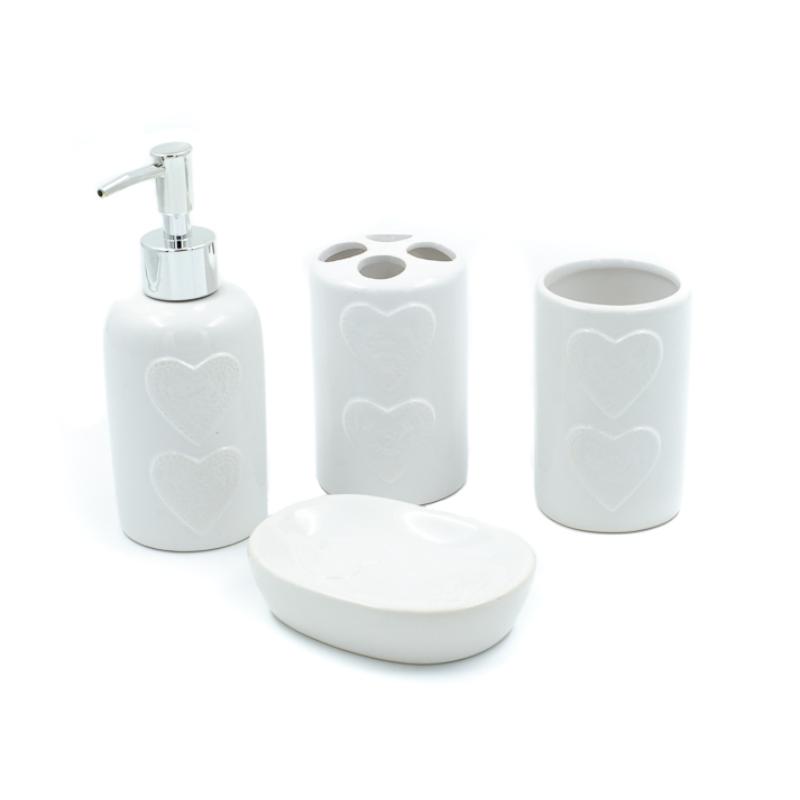 Fehér, dombornyomott szíves kerámia, 4 db-os fürdőszobai szett