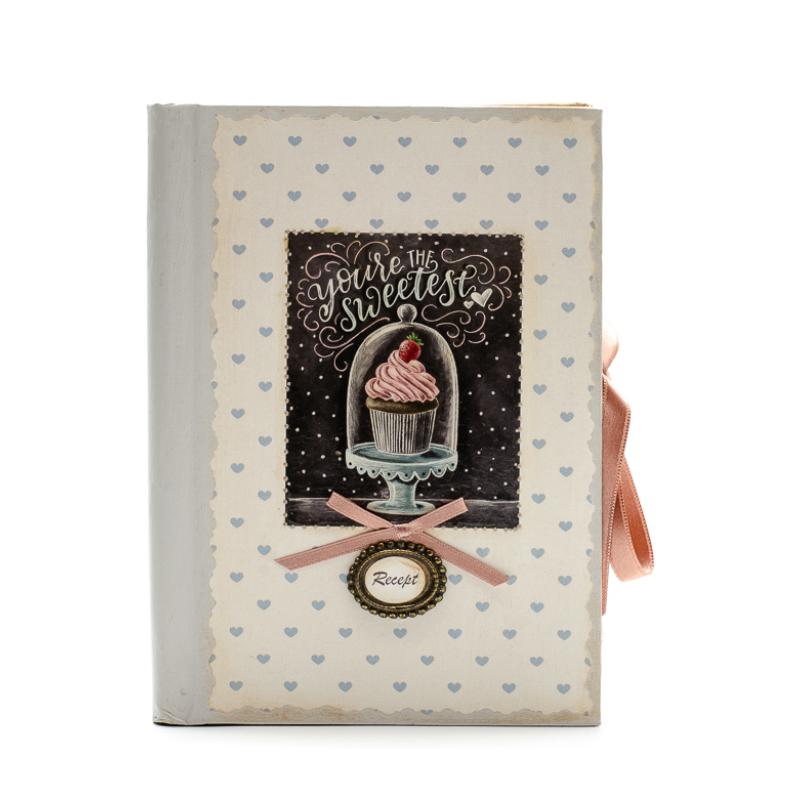 Bézs alapon apró kék szívekkel díszitett receptfüzet, mufinnal és 'You are the sweetest' felirattal