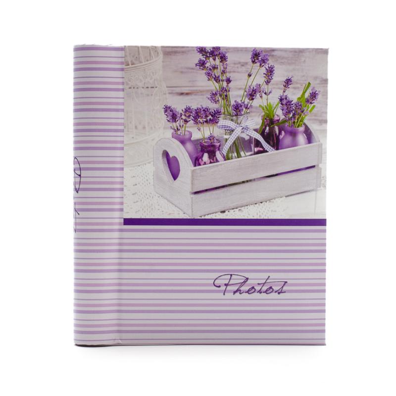 Zseb fotóalbum levendula csokrok vázában, szíves fatálcán