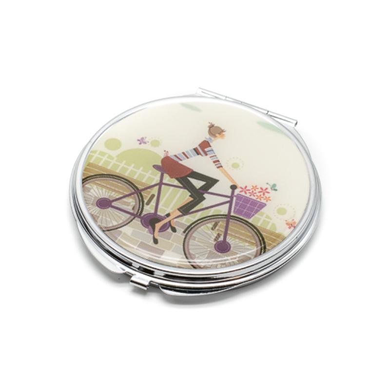 Bicikliző nő zsebtükör