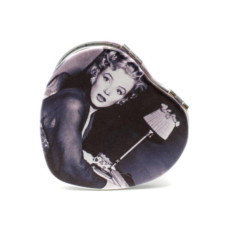 Szív alakú zsebtükör a csodálozó Merilyn Monroeval