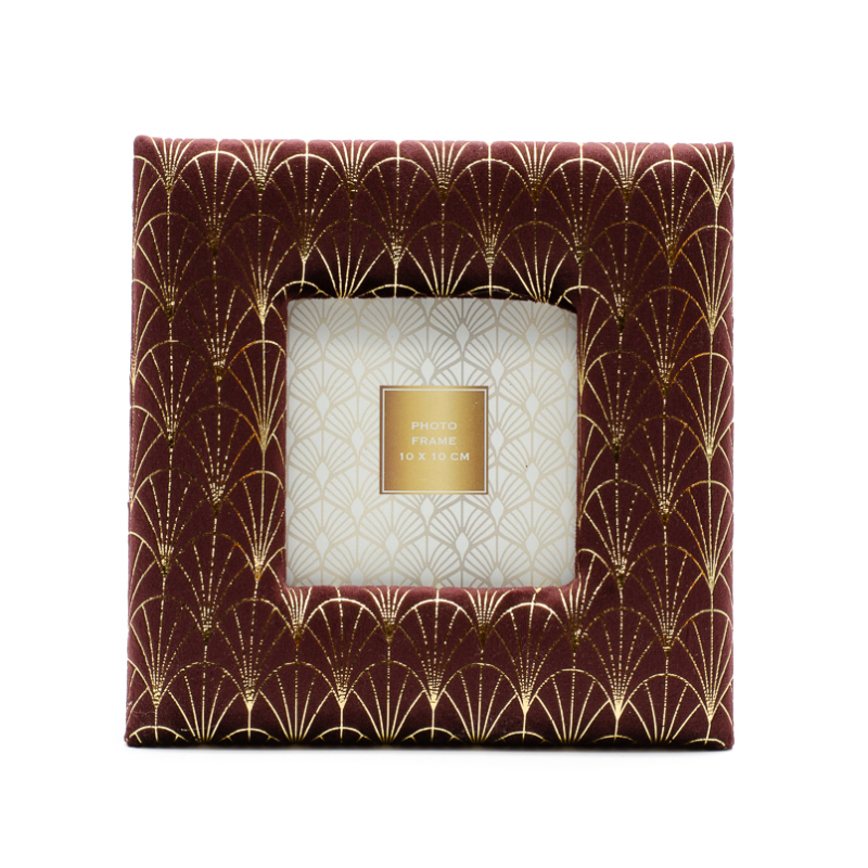 Aranyszállal díszitett bordó plüss, kisebb méretű asztali képkeret