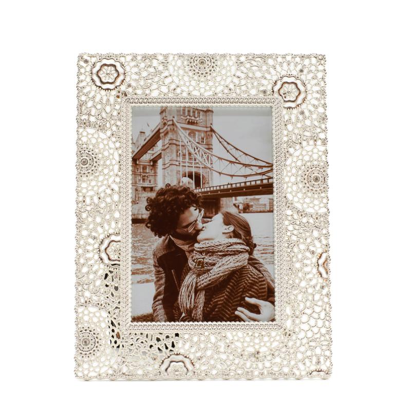 Fém igényesen csipkézett mandala formákkal és kövekkel tűzdelt képkeret, közepes méretű képnek